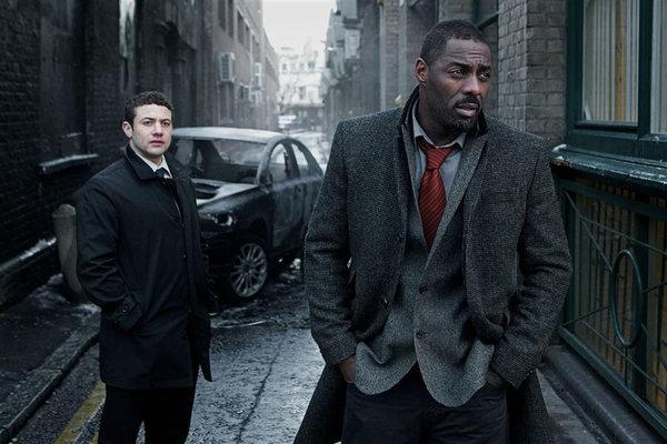 Luther und sein treuer Partner DS Ripley (Quelle: birinciblog.com)